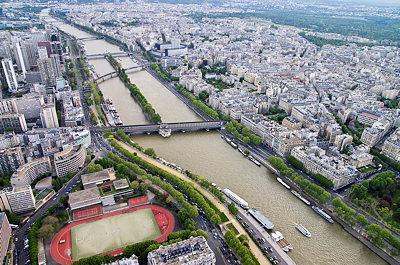 Photo of the Seine river crossing Paris