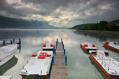 Cloudy morning on Annecy lake