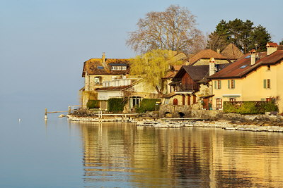 Image of some houses along Geneva lake in Nernier, France
